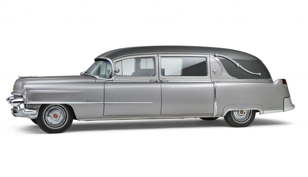 De nieuwe aanwinst in ons wagenpark: Cadillac 1955 Classic Rouwauto