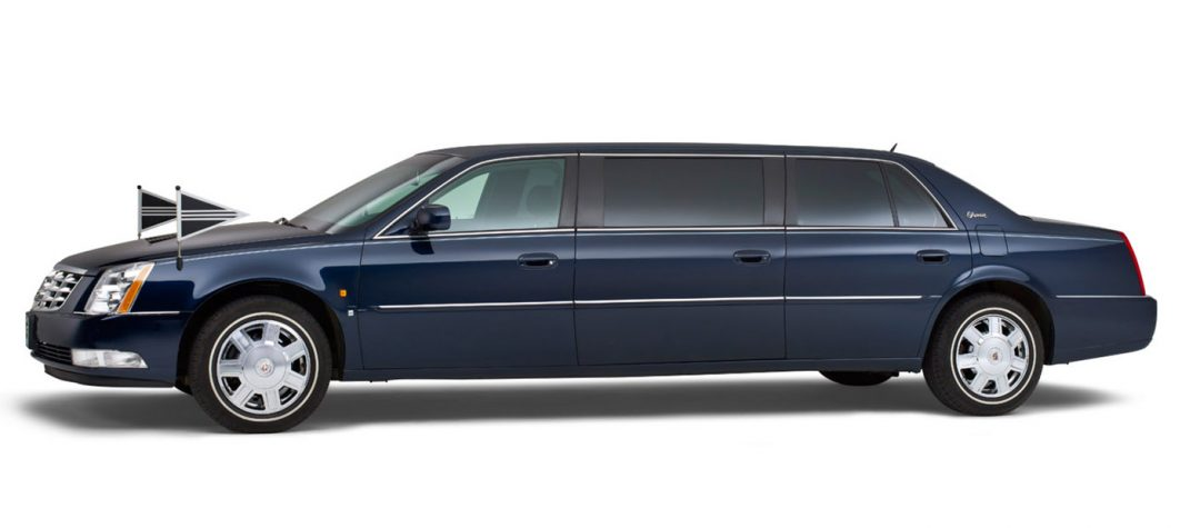 Cadillac-blauw-7-persoons-volgauto