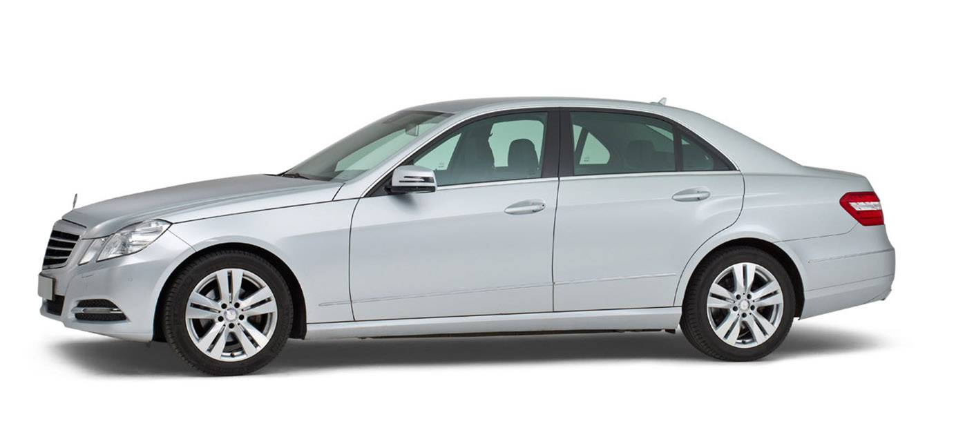 Mercedes grijs – 4 Persoons Volgauto