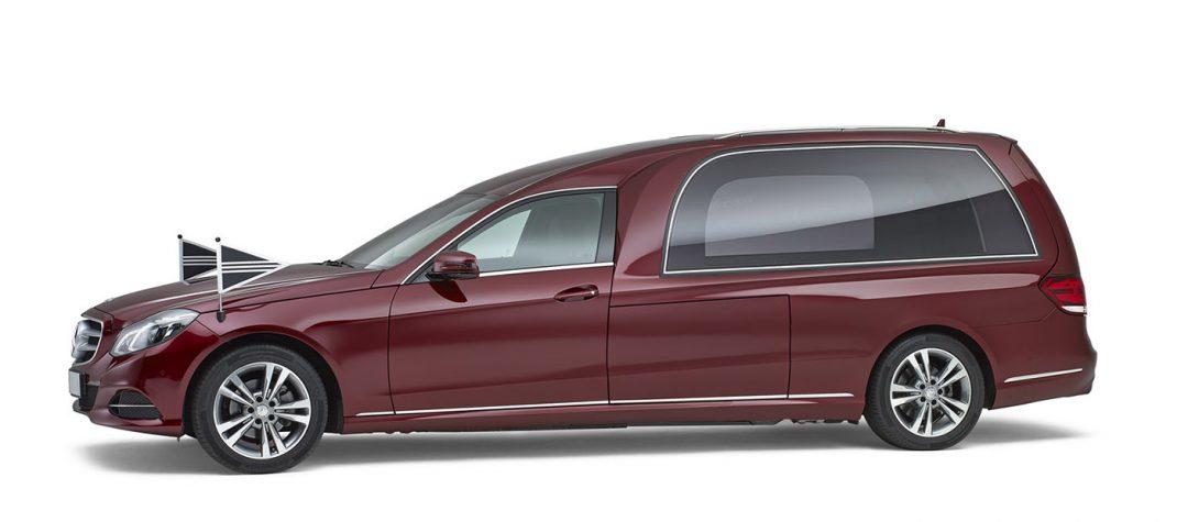 Mercedes-rood-glas-rouwauto