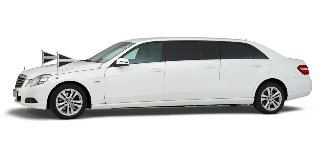 Mercedes wit – 7 Persoons Volgauto