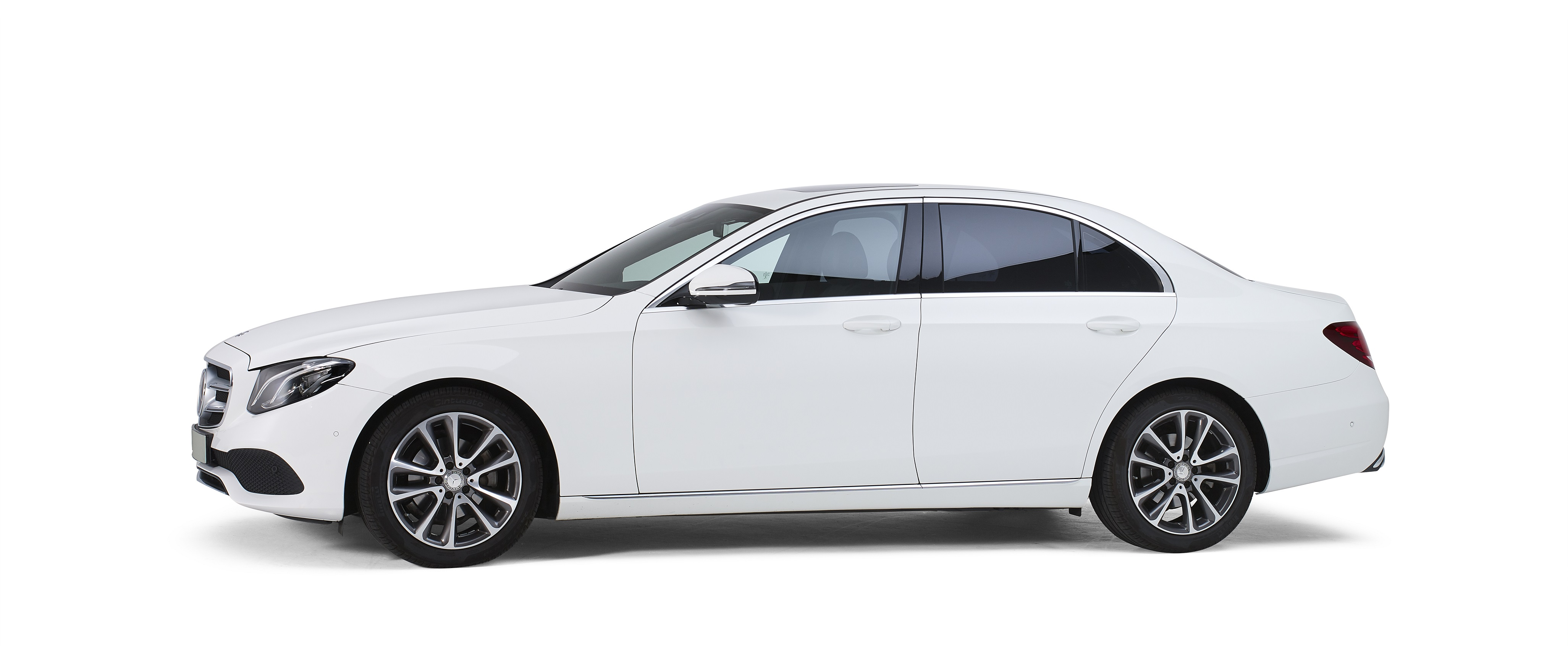 Mercedes wit – 4 Persoons Volgauto