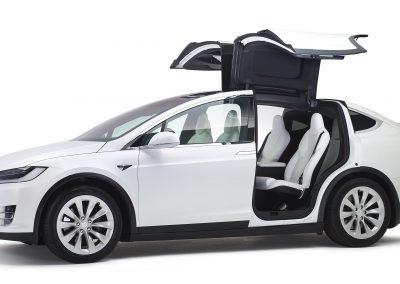 Tesla-Model-X-volgauto-wit-002