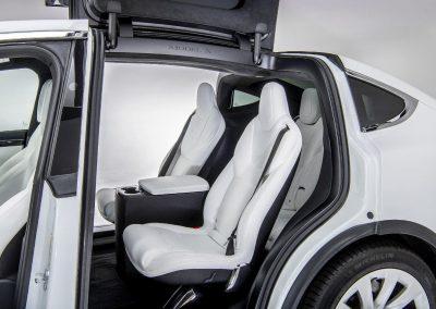 Tesla-Model-X-volgauto-wit-004