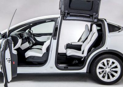 Tesla-Model-X-volgauto-wit-005